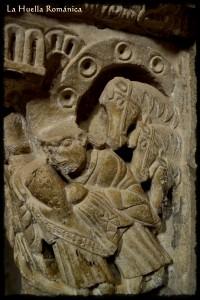 En la esquina del lado derecho del capitel encontramos el cuerpo del segundo rey al que sigue el tercero llevando la ofrenda en sus manos. Detrás de él, tres caballos.