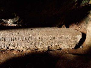 Lápida de la tumba de Bernardo del Carpio