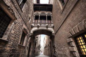 """Cuidado con las imposturas arquitectónicas que se encuentran detrás de algunos """"barrios medievales"""""""
